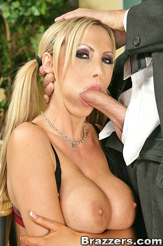 How bug are nikki benz tits